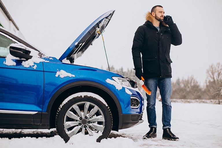 voiture en panne hiver